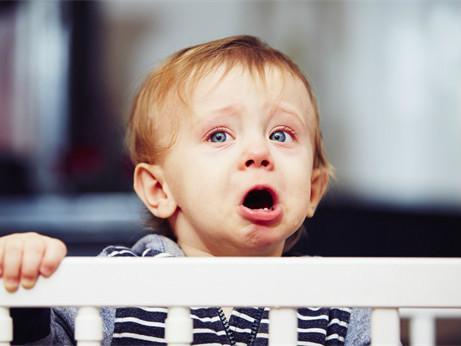 孩子老是眨眼睛的原因是什么?