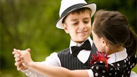 如何提前帮助孩子融入集体生活?