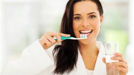 用氟保护漆预防龋齿好吗?