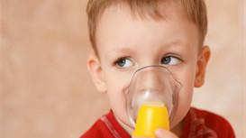 孩子怎么喝水才有益?饮料能代替水吗?