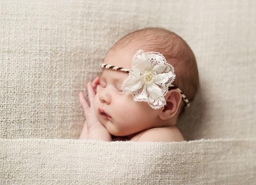 宝宝头发又少又黄怎么办?