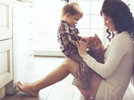 宝宝胆小怕生怎么办?