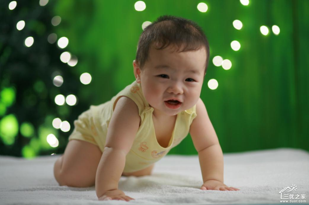 宝宝练习爬行要注意的三个因素