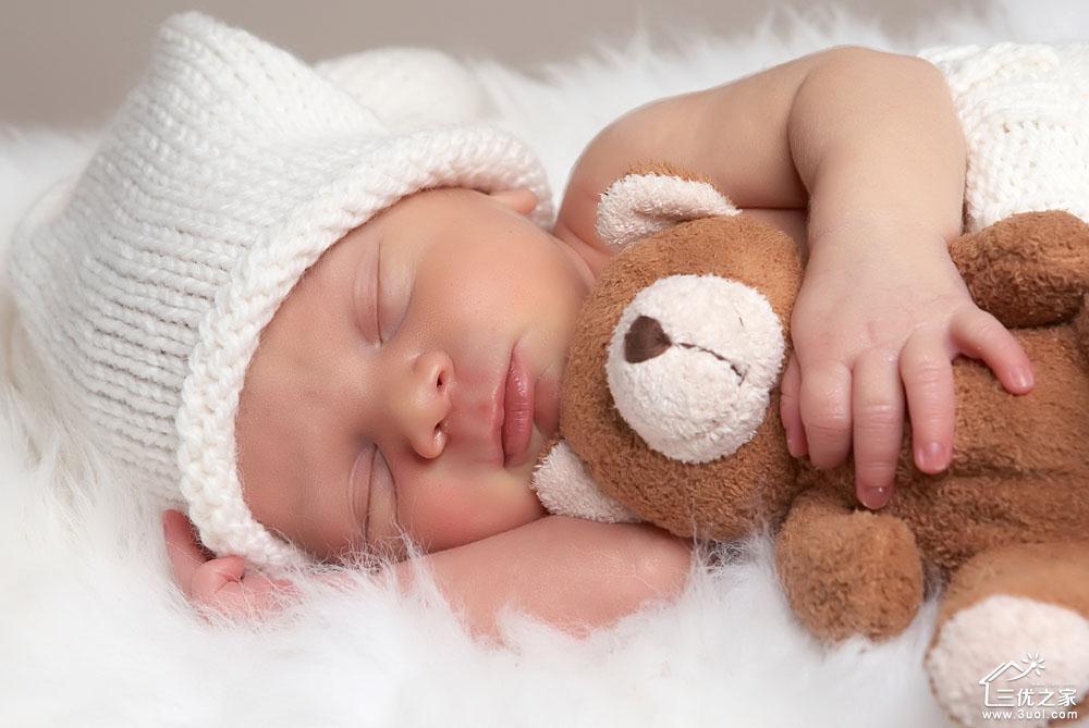 婴儿趴睡图片可爱