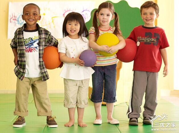 5岁以后宝宝的动作控制能力进一步增强,有的宝宝已经学会了跳绳.