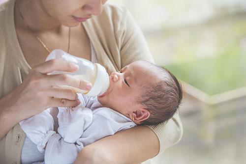 5个月宝宝可以吃什么   宝妈妈应该怎么做?