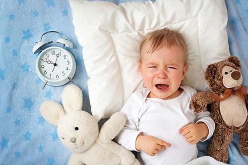 宝宝每觉睡得短  看看外国人的小绝招