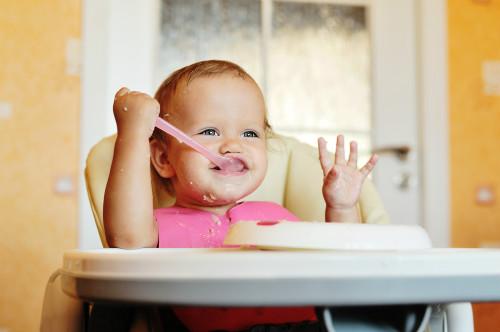 """六个月宝宝吃啥辅食 宝宝吃""""大人饭""""的危害"""