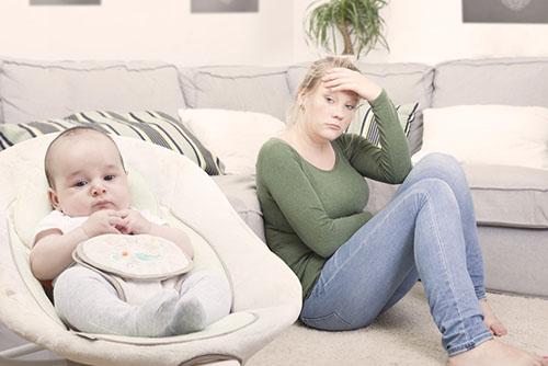 新生儿睡觉老挣扎不老实怎么办