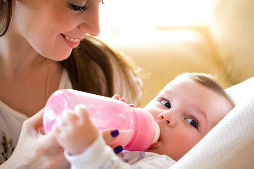 新生儿奶粉如何喂养 新生儿喝奶粉注意事项
