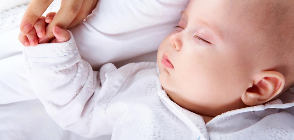 宝宝夜晚不肯睡觉,总是哭闹怎么办?