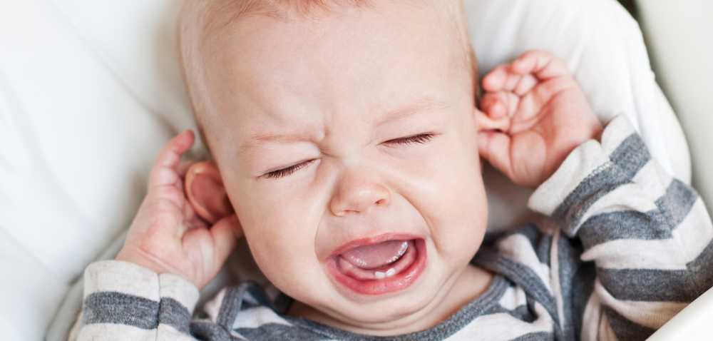 宝宝睡觉掉下床,千万不能立刻抱起来!否则你会后悔死的!