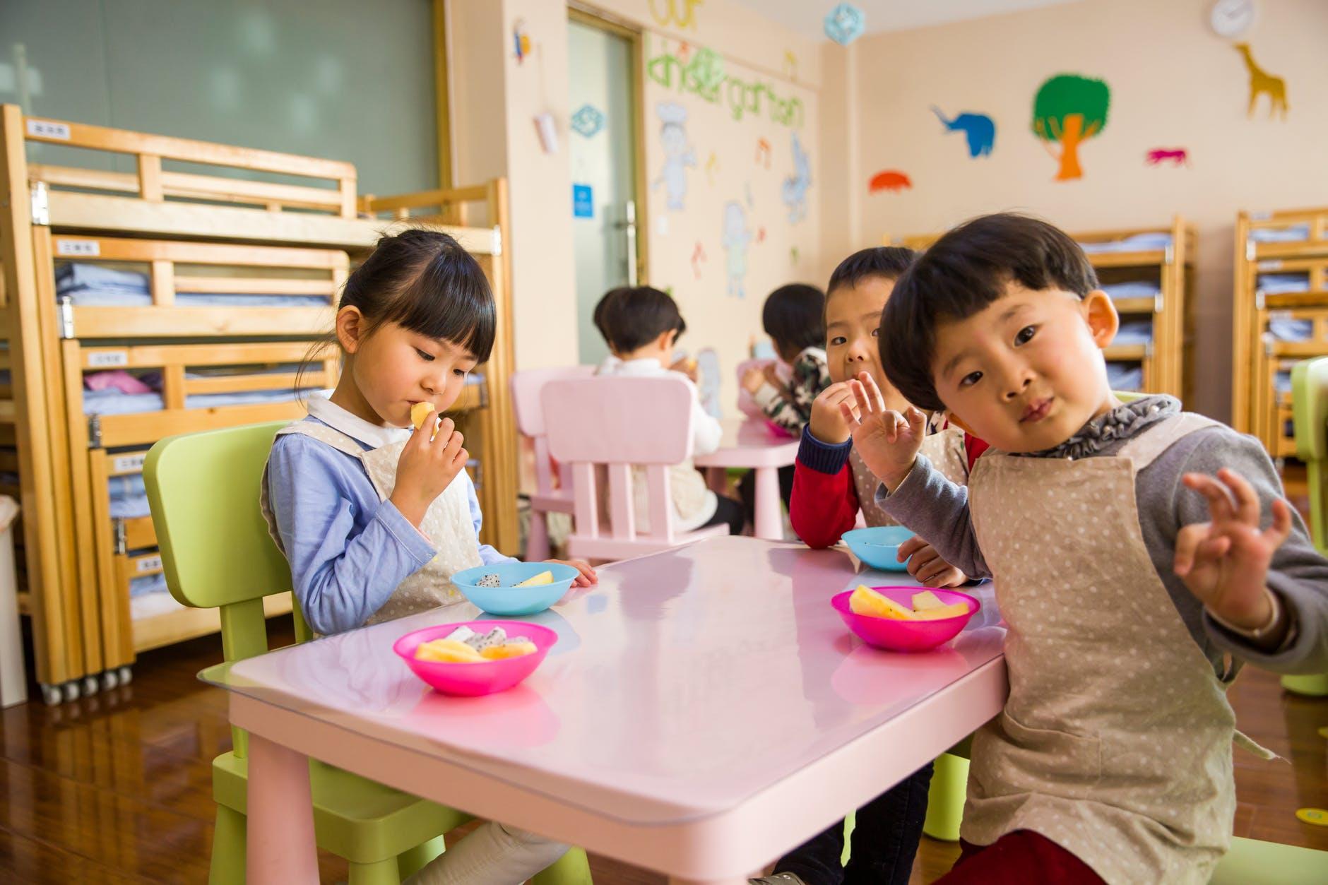 """保育园给孩子订立了这些""""吃饭规矩"""",孩子吃好饭家长真能省心很多▲!"""