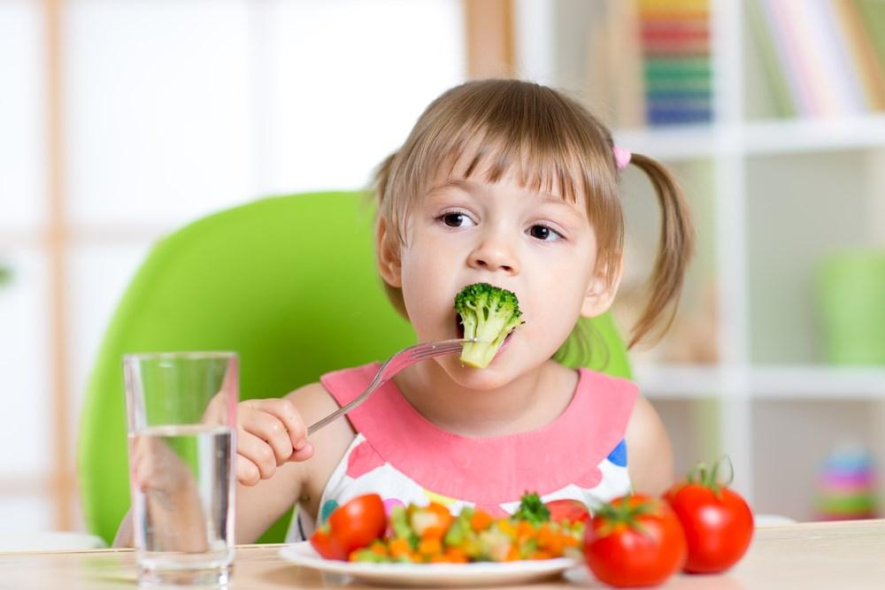 宝宝不肯在幼儿园吃饭 宝宝吃饭认地方