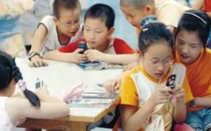 当中国家长还在纵容孩子玩手机的时候,法国政府悄悄做了一个举措!