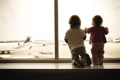 怀孕妈妈 小孩子可以坐飞机吗