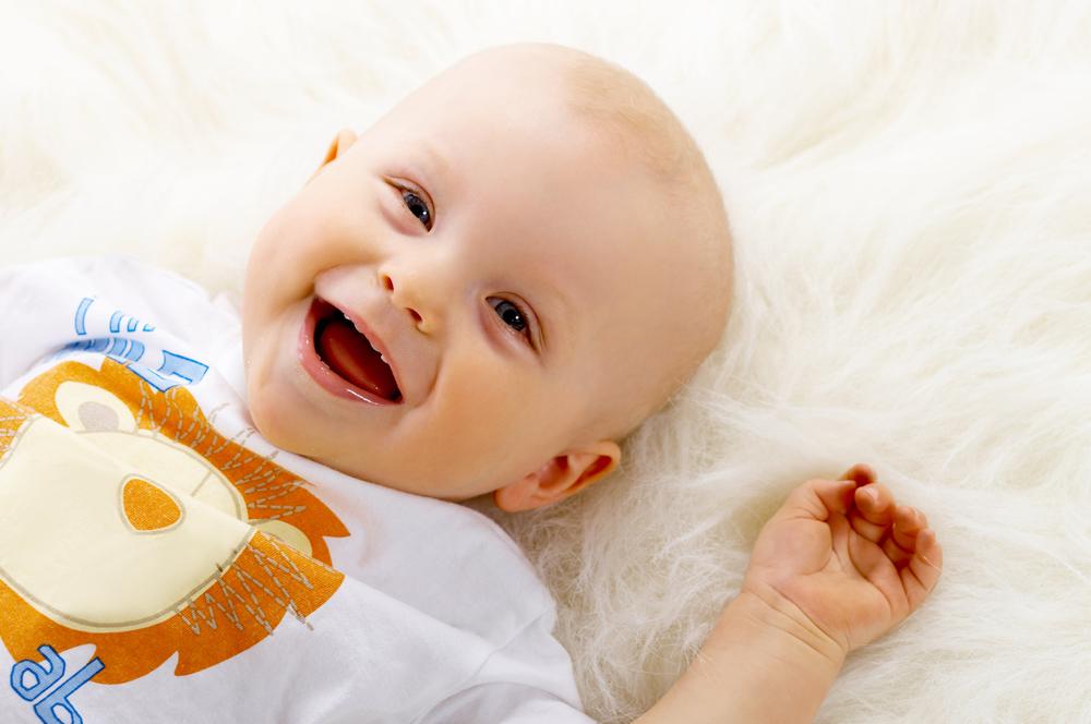 宝宝睡醒头发都掉光了,竟然都是被蹭掉的