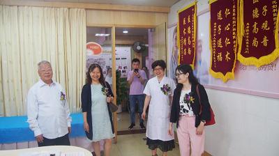 专家参观医院诊室.png