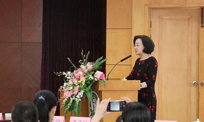 李彩凤教授作学术报告—《全身型幼年特发性关节炎的鉴别诊断》.png