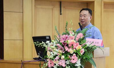 吴长有教授作学术报告--《CD4+T细胞的分化与风湿病发病机制的研究》.png